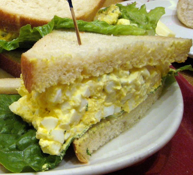 Сандвичи с пастет от твърдо сварени яйца