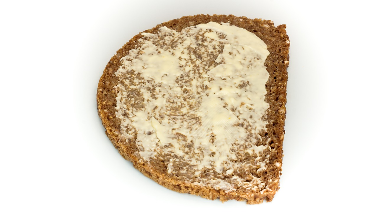 Sandwiches with butter, seasoned with horseradish